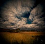 Fotografia nuvole in movimento e paesaggio campagna