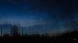 tra terra e cielo blu